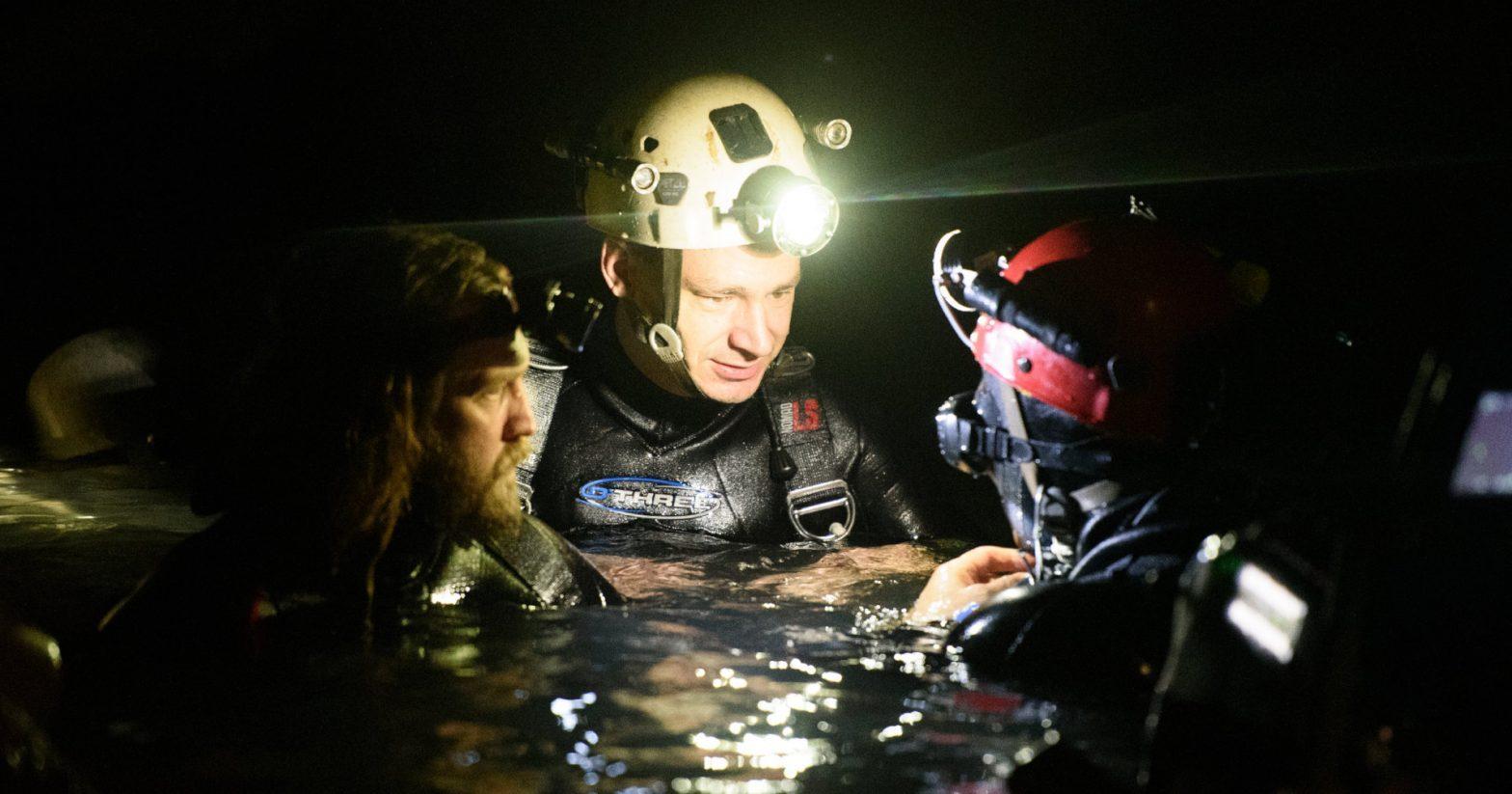 """""""จิม วอร์นีย์"""" นักดำน้ำกู้ภัยแห่งเขานางนอนกับบทบาทนักแสดงใน The Cave"""