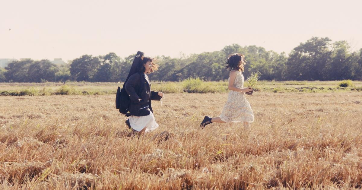 5 เพลงจาก 5 ศิลปินไทย ที่ชวนฟังเพื่อผ่านปีร้าย ๆ ไปด้วยกัน