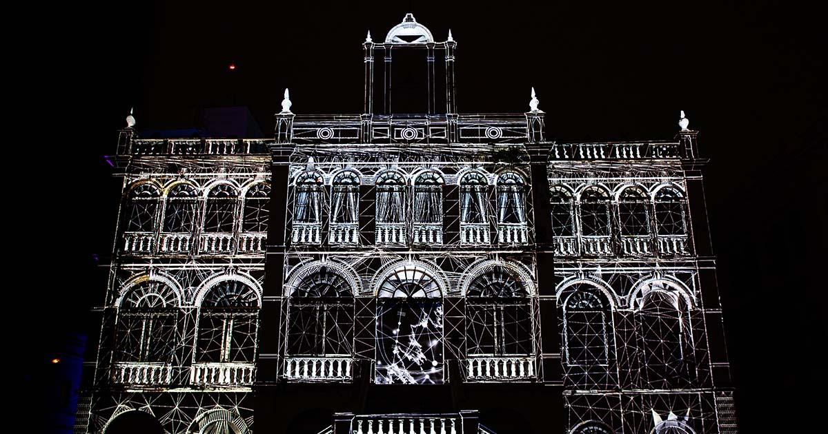 """เปลี่ยน """"คำอธิษฐานและความหวัง"""" เป็นศิลปะบนอาคาร East Asiatique อายุกว่า 120 ปี"""