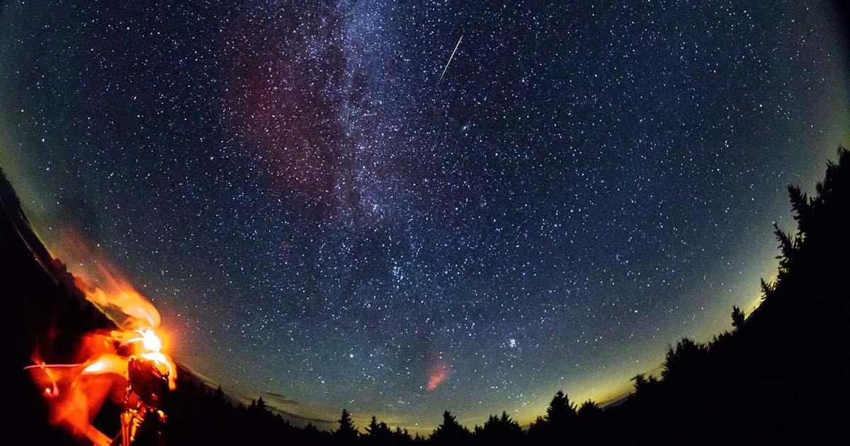 ปรากฏการณ์ ฝนดาวตกวันแม่ Perseids Meteor Shower หนึ่งปีมีครั้งเดียว