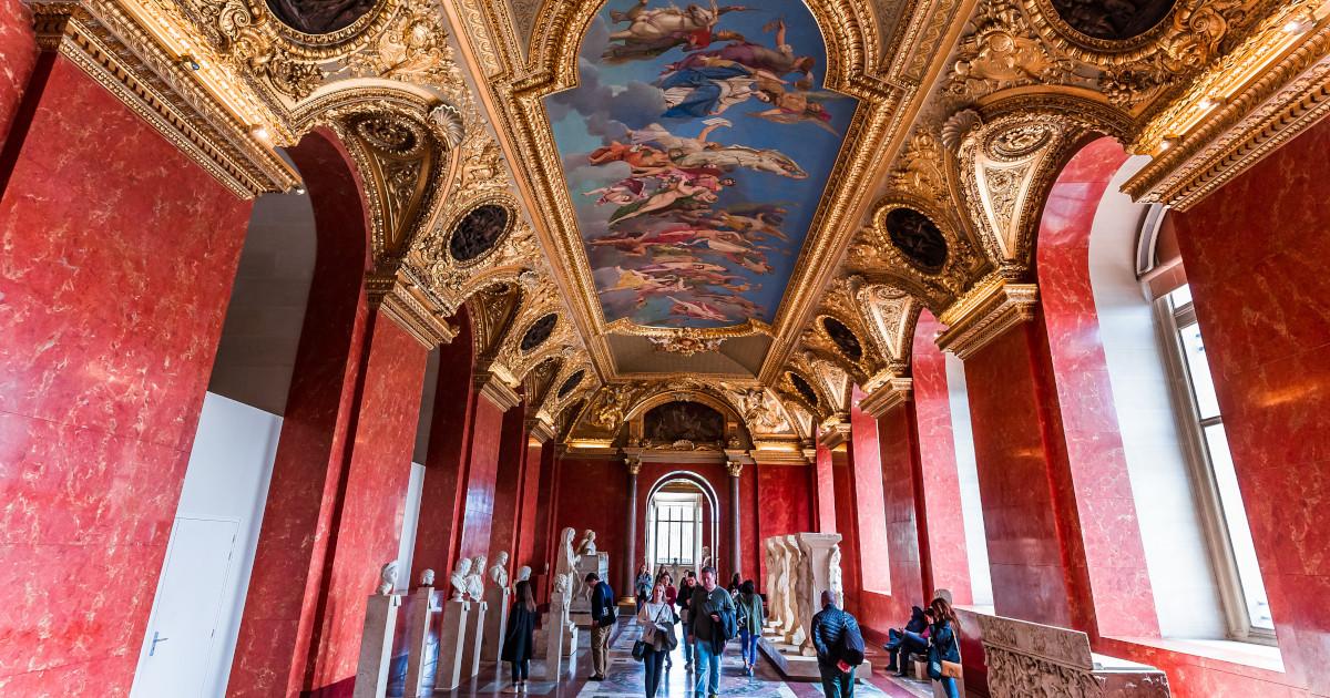 10 งานศิลปะฉบับนอกกรอบ (นักท่องเที่ยว) ประจำ พิพิธภัณฑ์ลูฟวร์ ปารีส