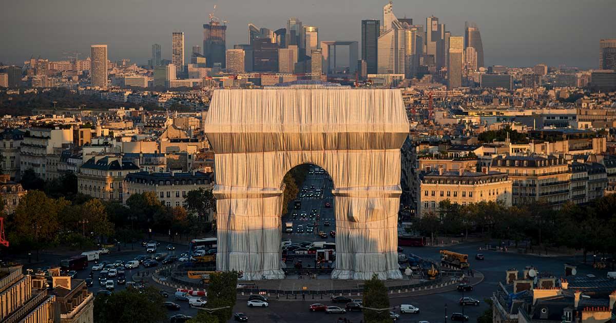 10 ที่สุด ศิลปะการห่อหุ้ม ของ Christo และ Jeanne-Claude จากรัฐสภาสู่ประตูชัยฝรั่งเศส